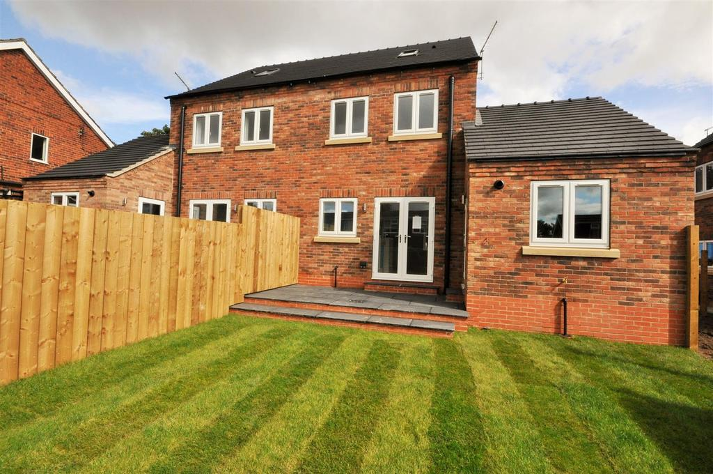 3 Bedrooms Semi Detached House for sale in St Giles Road, Skelton, York