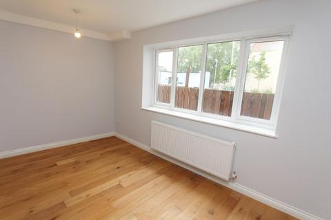 Studio to rent - High Street, Keynsham, Keynsham