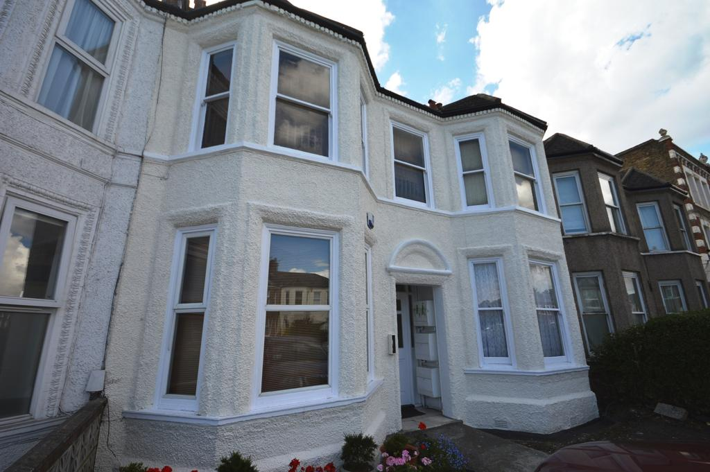 1 Bedroom Flat for sale in Hither Green Lane London SE13