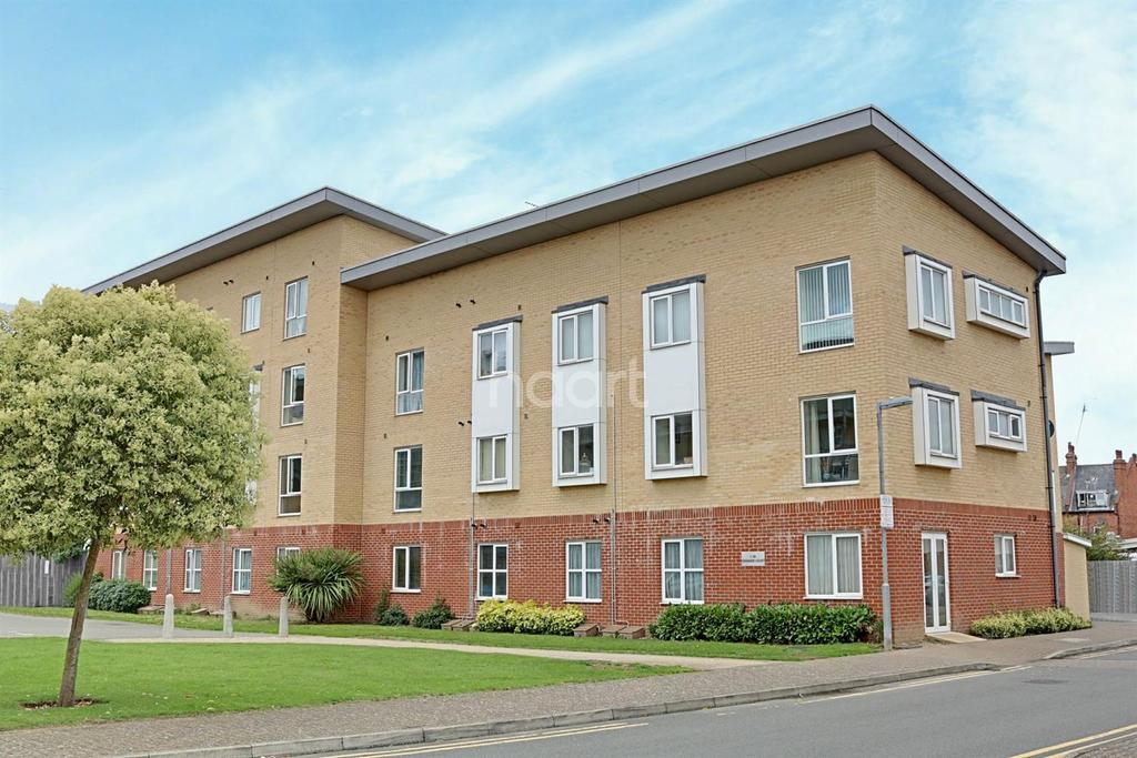 2 Bedrooms Flat for sale in Station Road, Borehamwood