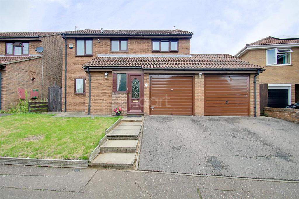 4 Bedrooms Detached House for sale in Firstore Drive, Lexden, Colchester.