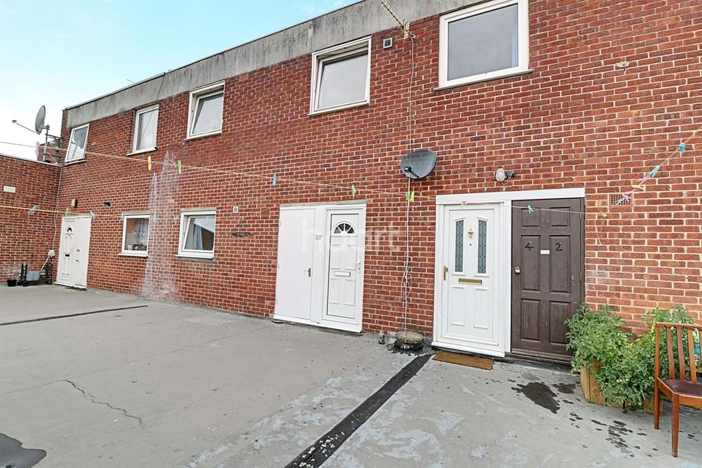 3 Bedrooms Flat for sale in Ridingleaze