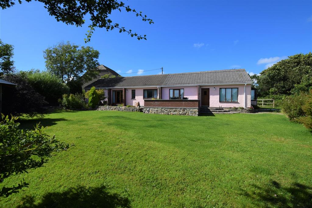 5 Bedrooms Detached Bungalow for sale in Trefgarn Owen