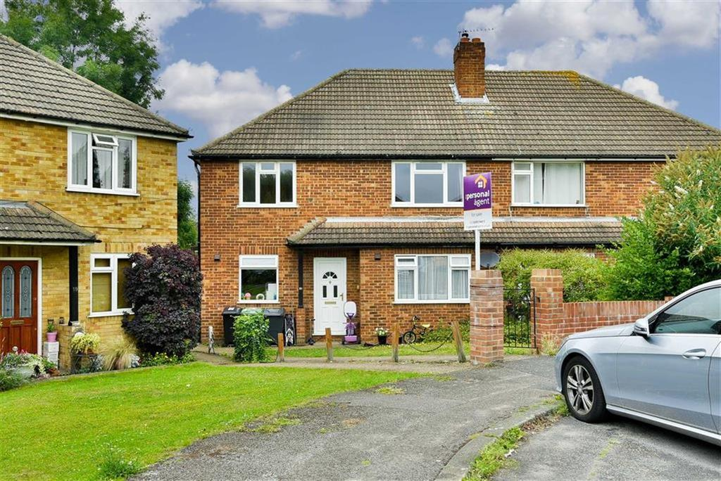 2 Bedrooms Maisonette Flat for sale in Wolsey Close, Worcester Park, Surrey