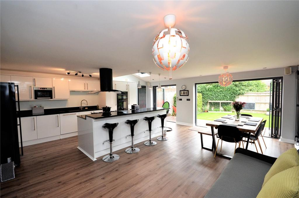 4 Bedrooms House for sale in Englefield Road, Theale, Reading, Berkshire, RG7