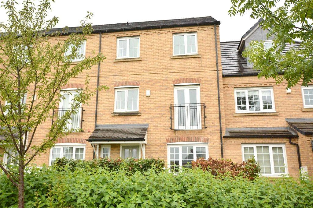 4 Bedrooms Terraced House for sale in Broadlands Avenue, Pudsey, West Yorkshire