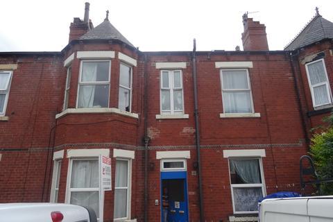 2 bedroom ground floor flat to rent - Flat 2, 6 Hillcrest Avenue