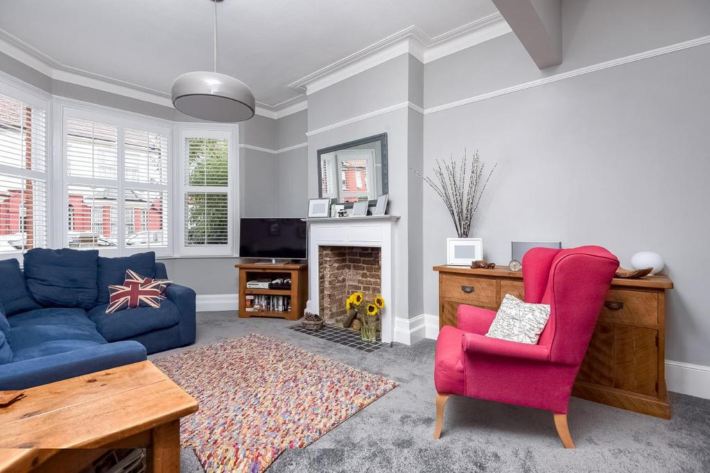 3 Bedrooms Terraced House for sale in Crusoe Road, Mitcham