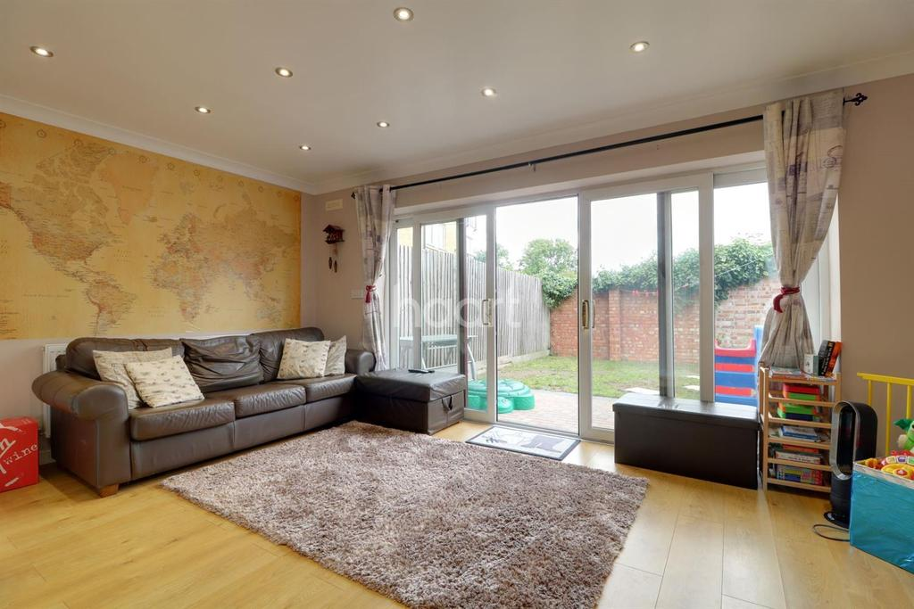 3 Bedrooms Terraced House for sale in Hussain Close, HA1