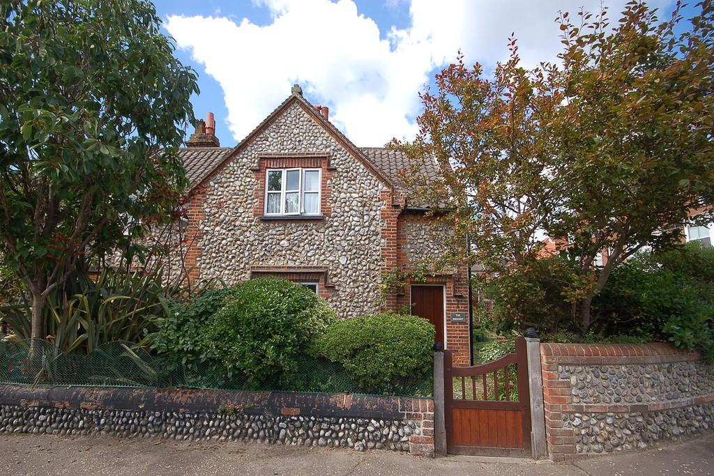 3 Bedrooms Semi Detached House for sale in Felbrigg Road, East Runton