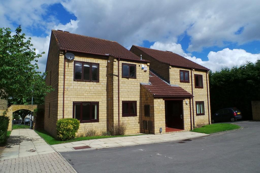 2 Bedrooms Ground Flat for sale in 6 Millgarth Court, Collingham, LS22 5JZ