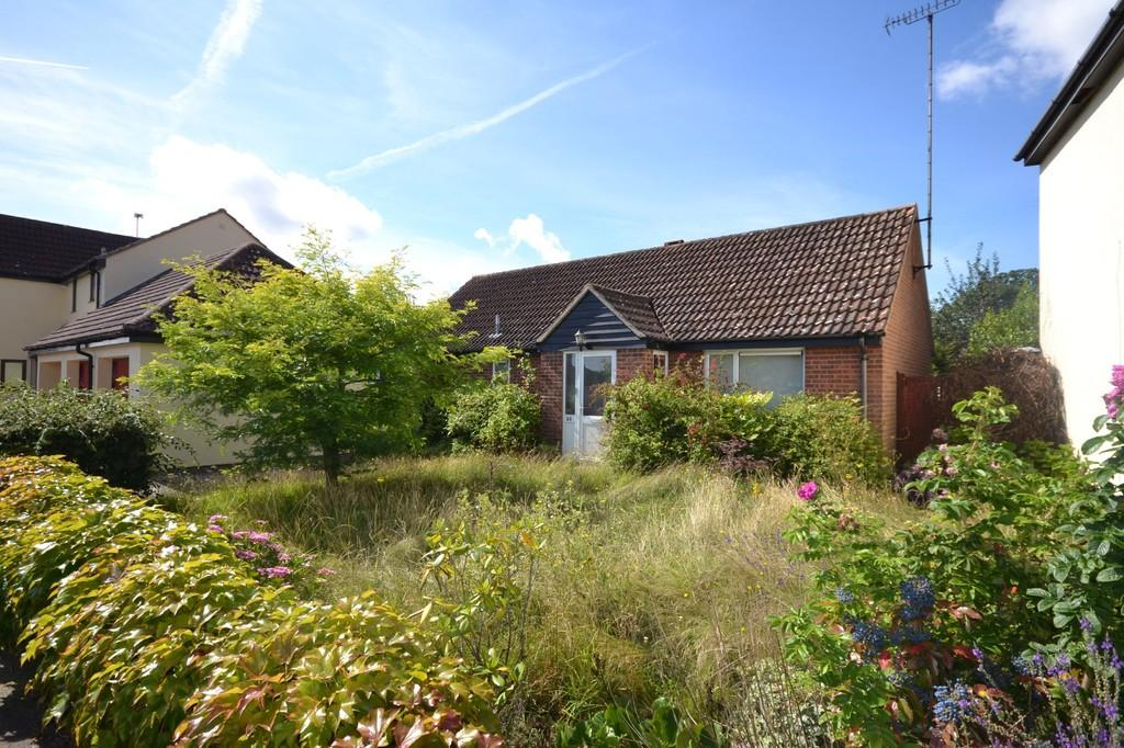 3 Bedrooms Detached Bungalow for sale in Craven Drive, Highwoods