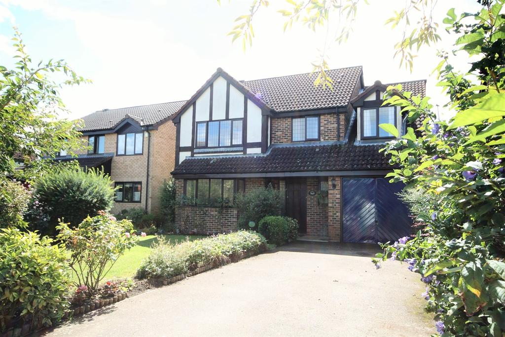 5 Bedrooms Detached House for sale in Orchard Way, Lower Stondon, Henlow, SG16