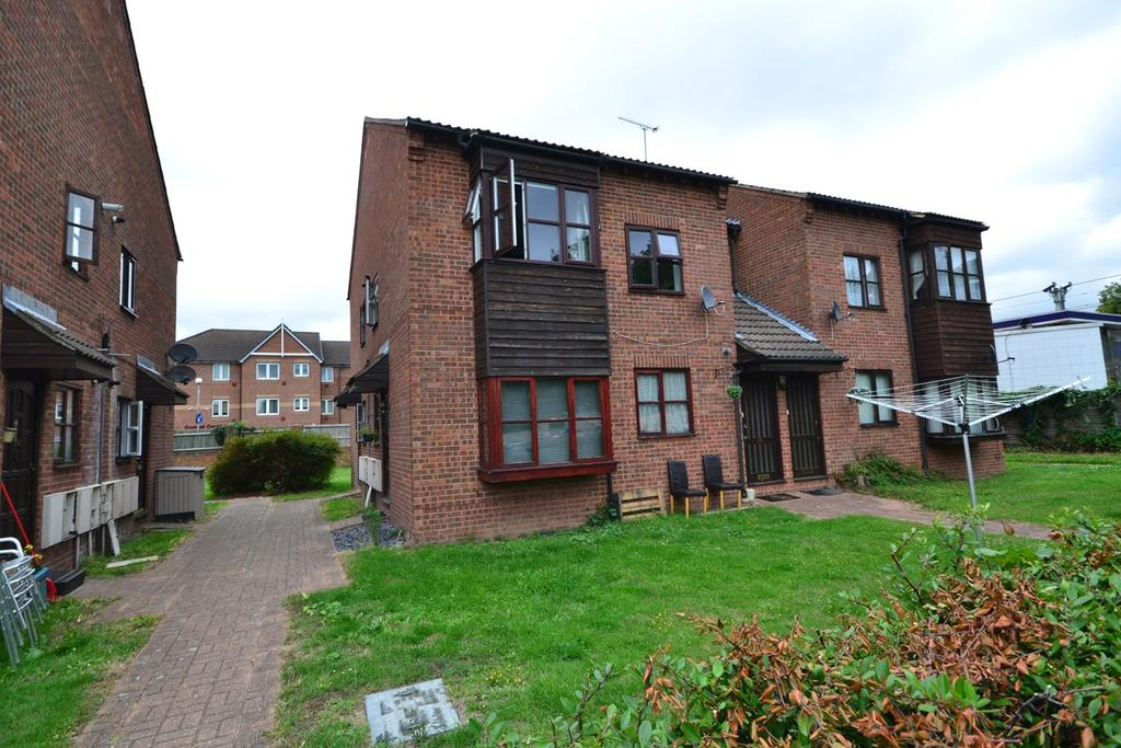 1 Bedroom Flat for sale in Runnymede Court, Runnymede Road, Stanford Le Hope, SS17