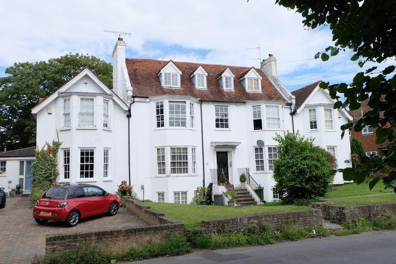 2 Bedrooms Flat for sale in College Road, Hextable, BR8 7LT