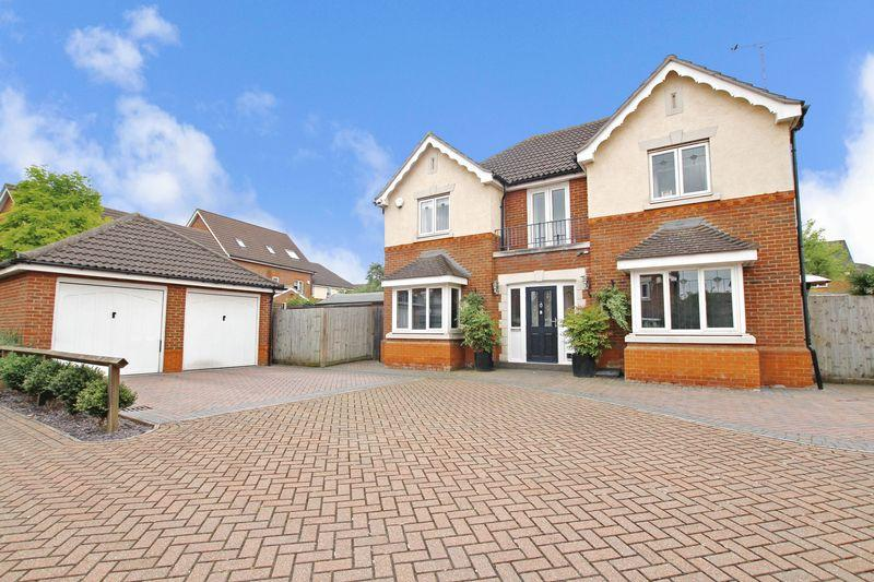 4 Bedrooms Detached House for sale in Barnock Close, Crayford