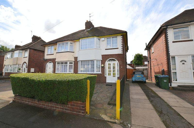 3 Bedrooms Semi Detached House for sale in Petersfield Drive, Rowley Regis