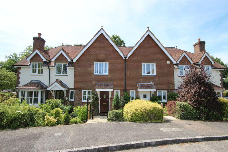 2 Bedrooms Terraced House for sale in Larkfield, Ewhurst
