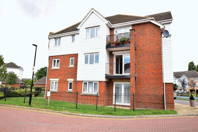 2 Bedrooms Apartment Flat for sale in Ingram Close, Aylesford