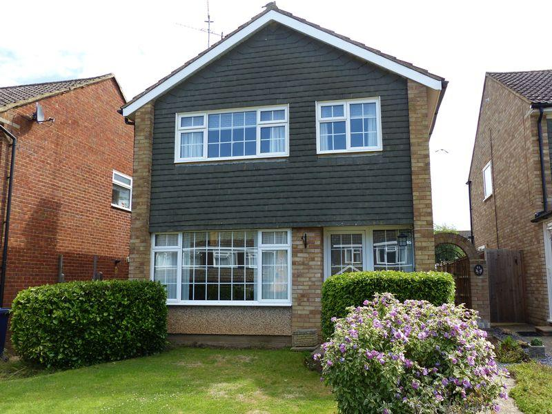 3 Bedrooms Detached House for sale in Cranleigh Mead, Cranleigh