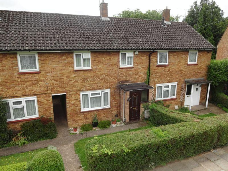2 Bedrooms Terraced House for sale in Bank Close, Luton