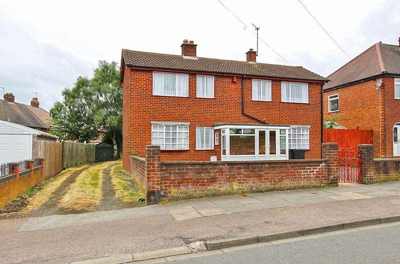 3 Bedrooms Detached House for sale in Cedar Road, Wednesbury