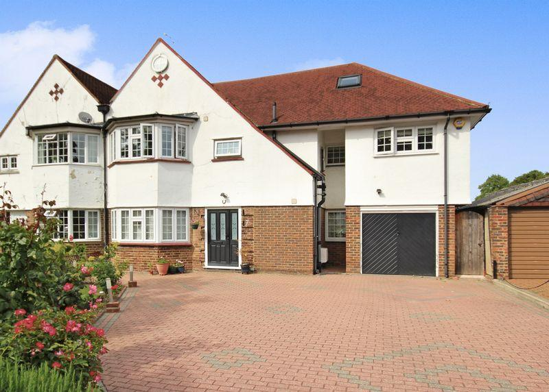 6 Bedrooms Semi Detached House for sale in SOUTH SUTTON