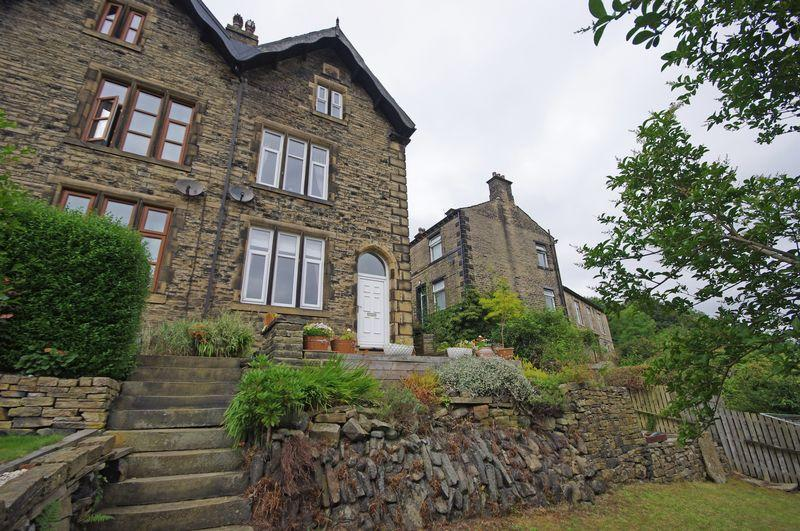 4 Bedrooms Semi Detached House for sale in 18 Victoria Square, Ripponden