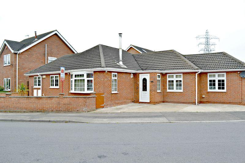3 Bedrooms Detached Bungalow for sale in Albatross Drive, Grimsby