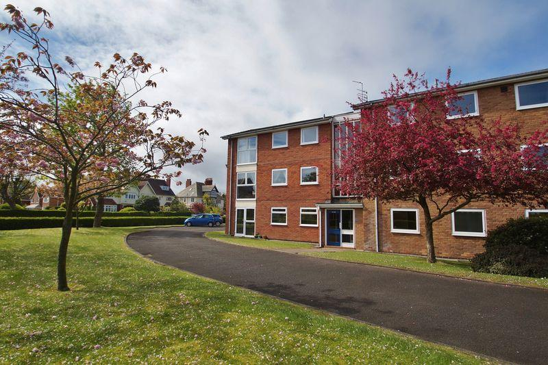 2 Bedrooms Apartment Flat for sale in Brentwood Court, Southport