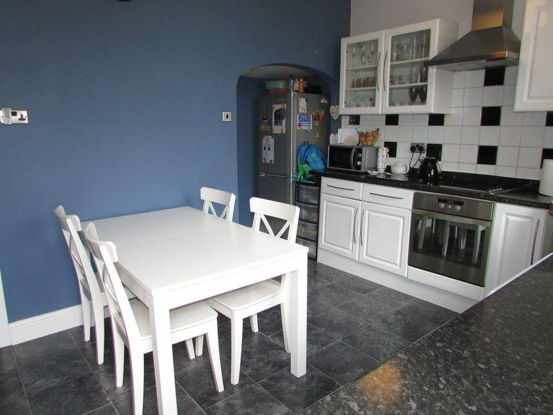 2 Bedrooms Terraced House for sale in Foxdenton Lane, Oldham