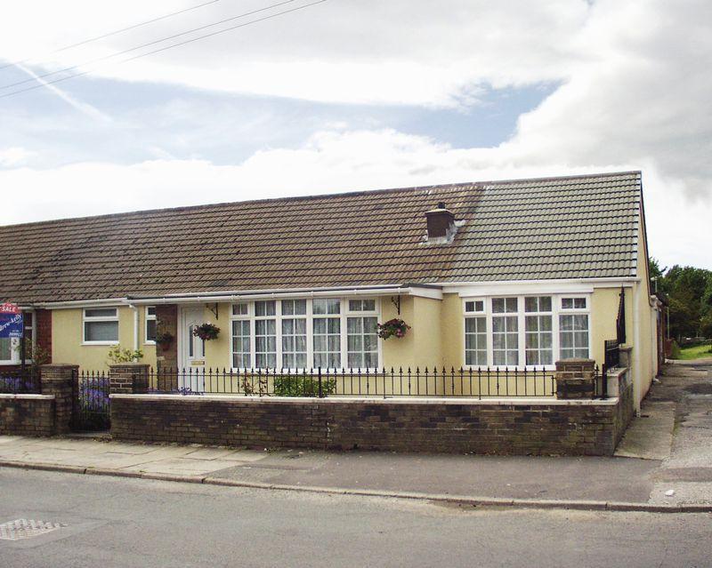 3 Bedrooms Semi Detached Bungalow for sale in Wilton Grove, Heywood