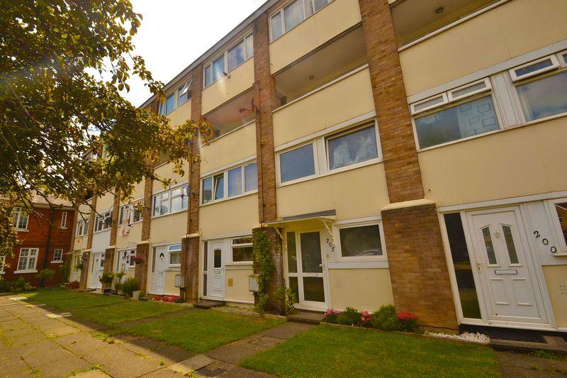 2 Bedrooms Apartment Flat for sale in Hornchurch