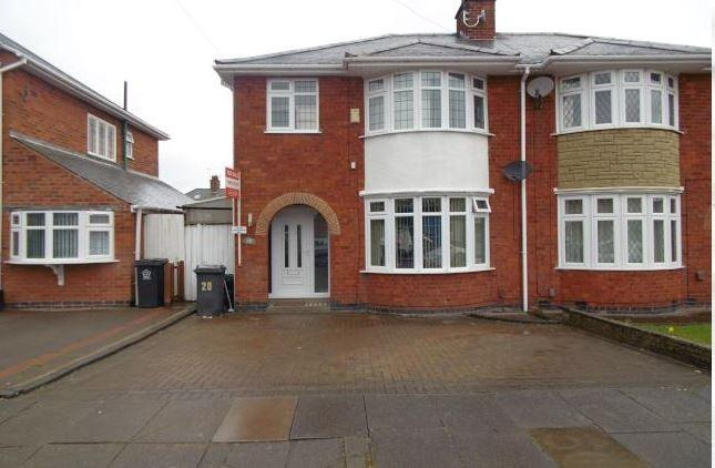 3 Bedrooms Semi Detached House for sale in Romway Avenue, Leicester, Leicestershire