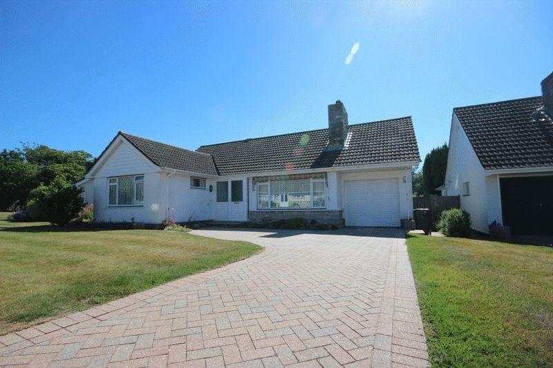 2 Bedrooms Detached Bungalow for sale in HIGHCLIFFE CHRISTCHURCH