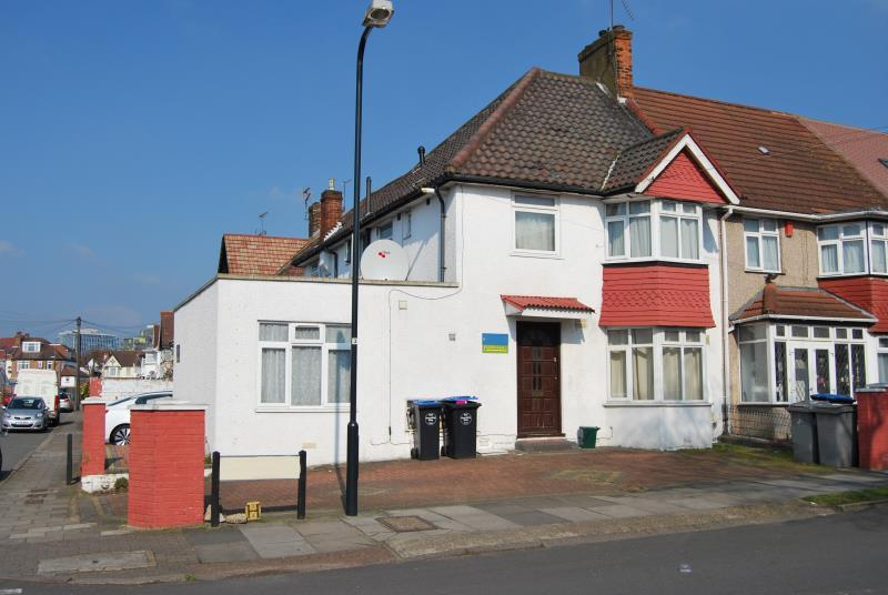 Studio Flat for sale in 6 Tring Avenue, WEMBLEY, Middlesex