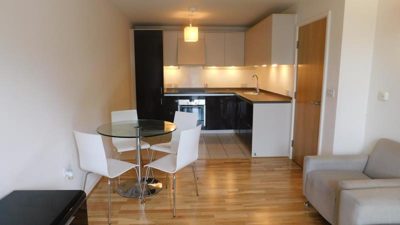 2 Bedrooms Flat for sale in Quadrant Court, Empire Way