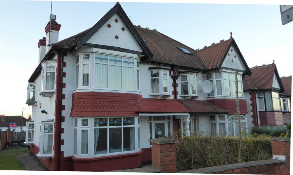 4 Bedrooms Semi Detached House for sale in Park Chase, Wembley