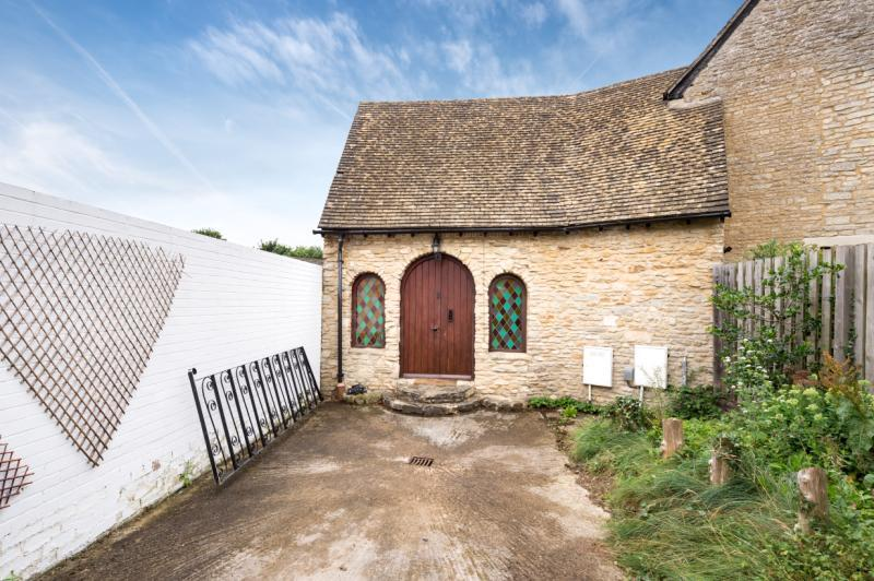2 Bedrooms Semi Detached House for sale in Bellenger Way, Kidlington, Oxfordshire