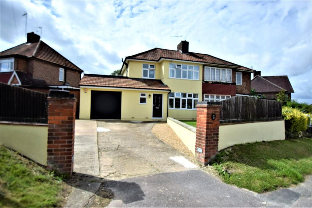 3 Bedrooms Semi Detached House for sale in Langley Avenue, Hemel Hempstead, Hertfordshire, HP3