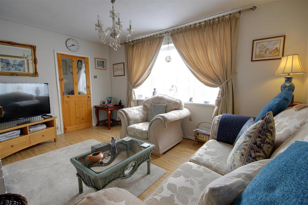 4 Bedrooms Terraced House for sale in 90 Waterloo Road, Mablethorpe