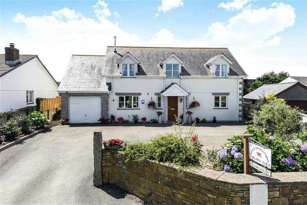 4 Bedrooms Detached House for sale in Burlawn, Wadebridge, Cornwall, PL27