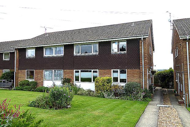 2 Bedrooms Maisonette Flat for sale in Ilex Close, Hardingstone, Northampton, NN4