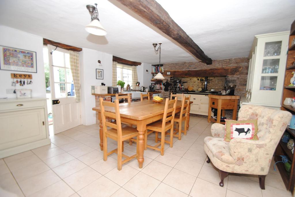 4 Bedrooms Detached House for sale in East Leigh, Crediton