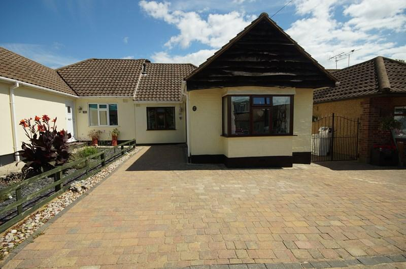3 Bedrooms Bungalow for sale in Fairfield Road, Leigh-On-Sea