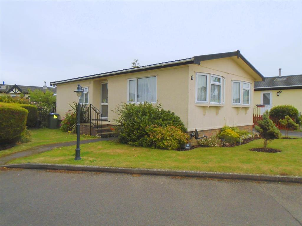 2 Bedrooms Park Home Mobile Home for sale in Mill Farm Drive, Nyetimber