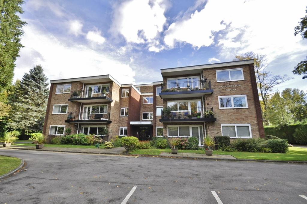 2 Bedrooms Apartment Flat for sale in Clysbarton Court, Bramhall,
