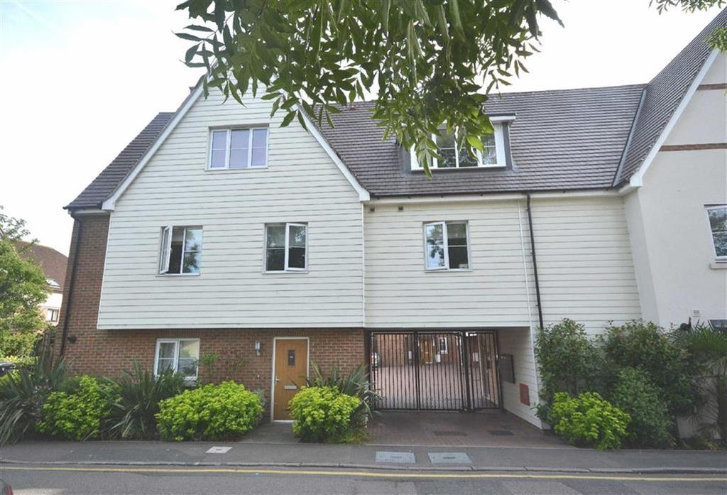 2 Bedrooms Flat for sale in Theydon Mews, Theydon Bois, Essex, CM16