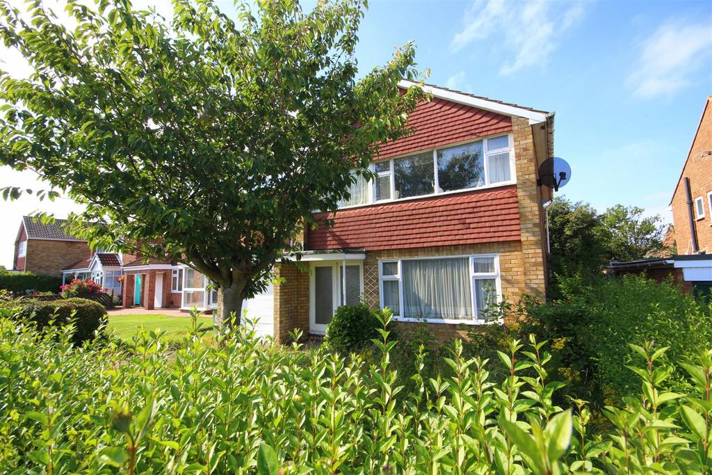 3 Bedrooms Detached House for sale in Mowbray Road, Fens, Hartlepool