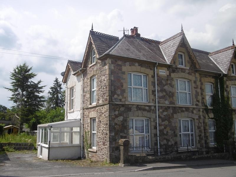 3 Bedrooms Semi Detached House for sale in Rhosmaen Street, Llandeilo, Carmarthenshire.